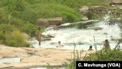 Kuvharwa kwemvura neZINWA pachikoro cheShamva Primary School nemisha yeShamva Gold Mine kwotyirwa kuti kungangokonzeresa kupararira kwemanyoka.