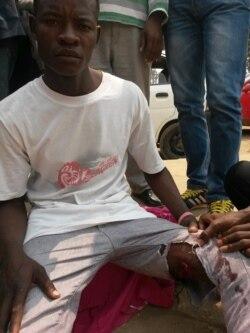 Policia lança cães contra manifestantes em Luanda - 2:41