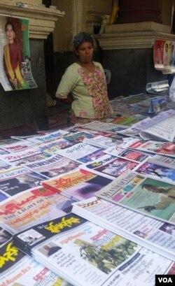 缅甸开放报禁以来,私营媒体大多集中在纸媒方面。(美国之音朱诺拍摄)