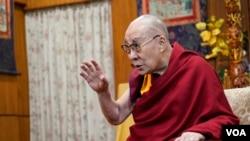 美国之音在达兰萨拉专访达赖喇嘛。(2019年6月11日)