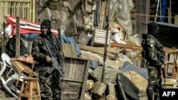 Des soldats du Bataillon d'intervention rapide dans Bamenda, le 17 novembre 2017