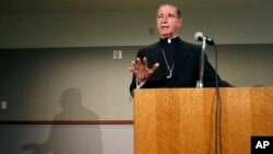 El cardenal en Los Ángeles, Roger Mahony anunció el acuerdo legal en su oportunidad por al menos $ 600 millones de dólares en los casos de abuso sexual por parte de la miembros del clero.