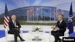 Le président Joe Biden et le secrétaire-général de l'OTAN Jens Stoltenberg au siège de l'OTAN à Bruxelles, en Belgique, le 14 juin 2021.