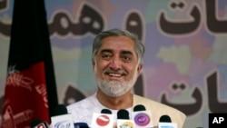 Kandidat Presiden Afghanistan Abdullah Abdullah dalam konferensi pers di Kabul (14/5).