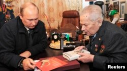 FILE - Russia's President Vladimir Putin (L) meets Mikhail Kalashnikov, the Russian inventor of the AK-47 assault rifle, in Izhevsk Sept. 18, 2013.