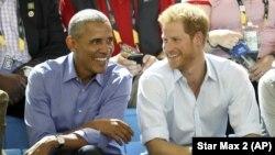 前美國總統奧巴馬和英國的哈里王子2017年9月29日一同觀看一場輪椅籃球賽。
