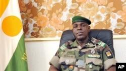 The head of the junta in Niger, Major Salou Djibo (2010 file photo)