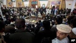 مولانا یوسف شاه چې په خبرو کې د طالبانو استازیتوب کوي وايي چې طالبان لیواله دي چې د اوربند په کولو غور وکړي.
