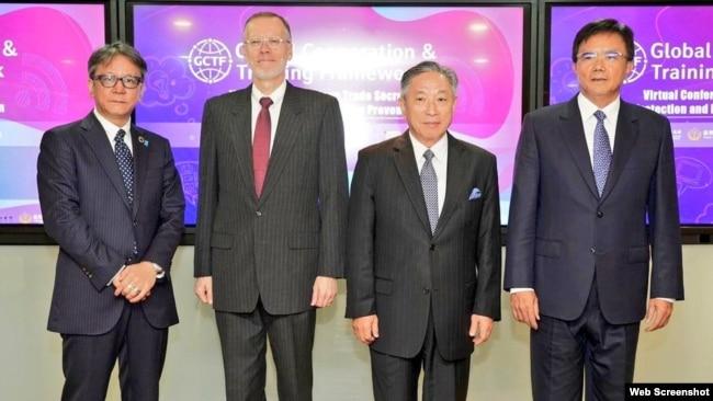 左起:日本台湾交流协会代理代表横地晃、美国在台协会台北办事处处长郦英杰、台湾外交部副部长田中光、台湾法务部政务次长蔡碧仲10月15日在台北举行共同保护知识产权研讨会。(图片来源:台湾外交部推特)