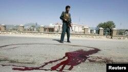 22일 아프가니스탄 가즈니에서 발생한 폭탄 테러 현장.