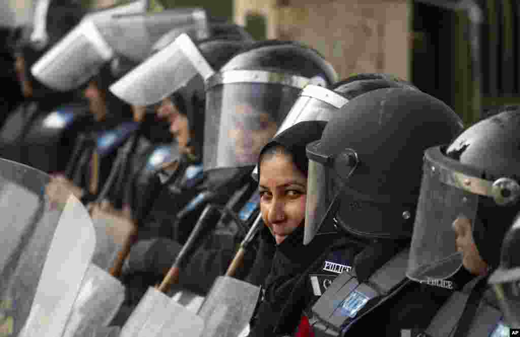 Female police officers stand guard ahead of a protest called by cleric Tahirul Qadri, Islamabad, Pakistan, January 14, 2013.