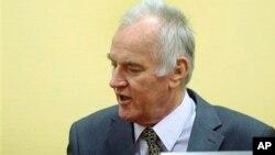 Ratko Mladić u sudnici Tribunala u Hagu tokom jednog od ročišta, 2012.