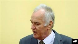 ນາຍພົນ Ratko Mladic ອະດີດຜູ້ບັນຊາການກອງທັບເຊີເບຍ ໃນ ບອສເນຍ. ວັນທີ 16 ພຶດສະພາ 2012.