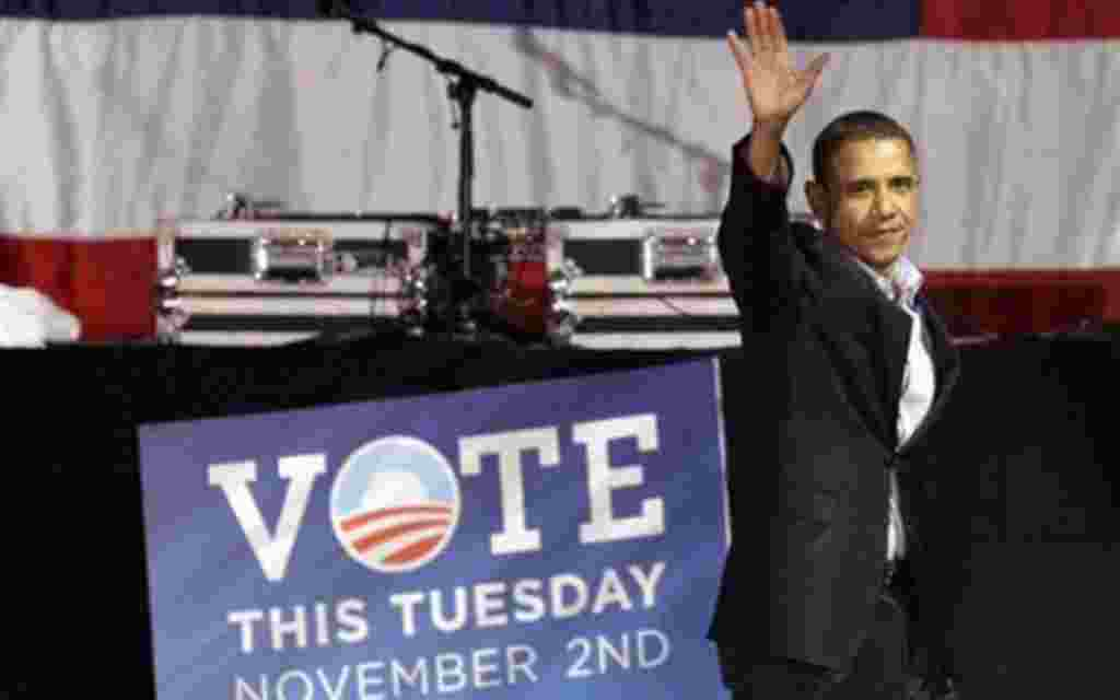 President Barack Obama departs a Moving America Forward rally for Democratic candidates Saturday, Oct. 30, 2010 in Chicago. (AP Photo/Charles Rex Arbogast)