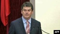 """Presidenti i Shqipërisë fajëson """"politikanët egoistë për situatën e trishtuar politike"""""""