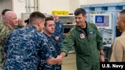 莫蘭上將2018年9月12日訪問日本岩國美軍基地(美國海軍照片)