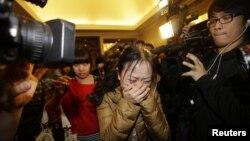 馬航失蹤飛機乘客的家屬正在焦急地等待航班的消息
