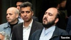 علی فروغی(راست) در کنار عادل فردوسی پور