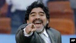 Mantan bintang dan pelatih timnas Argetina, Diego Maradona, mengatakan berminat untuk menjadi pelatih sepakbola pada klub Tiongkok (foto: dok).