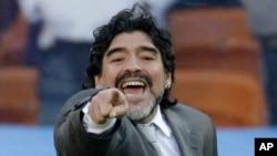 Diego Maradona lokacin gasar cin kofin kwalon kafar duniya ta 2010 a Afirka ta Kudu lokacin da yake koyar da 'yan wasan Argentina.