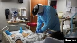 Pacijent u bolnici u Houstonu, u Texasu, 12. novembar 2020. (Foto: Reuters/Callaghan O'Hare)