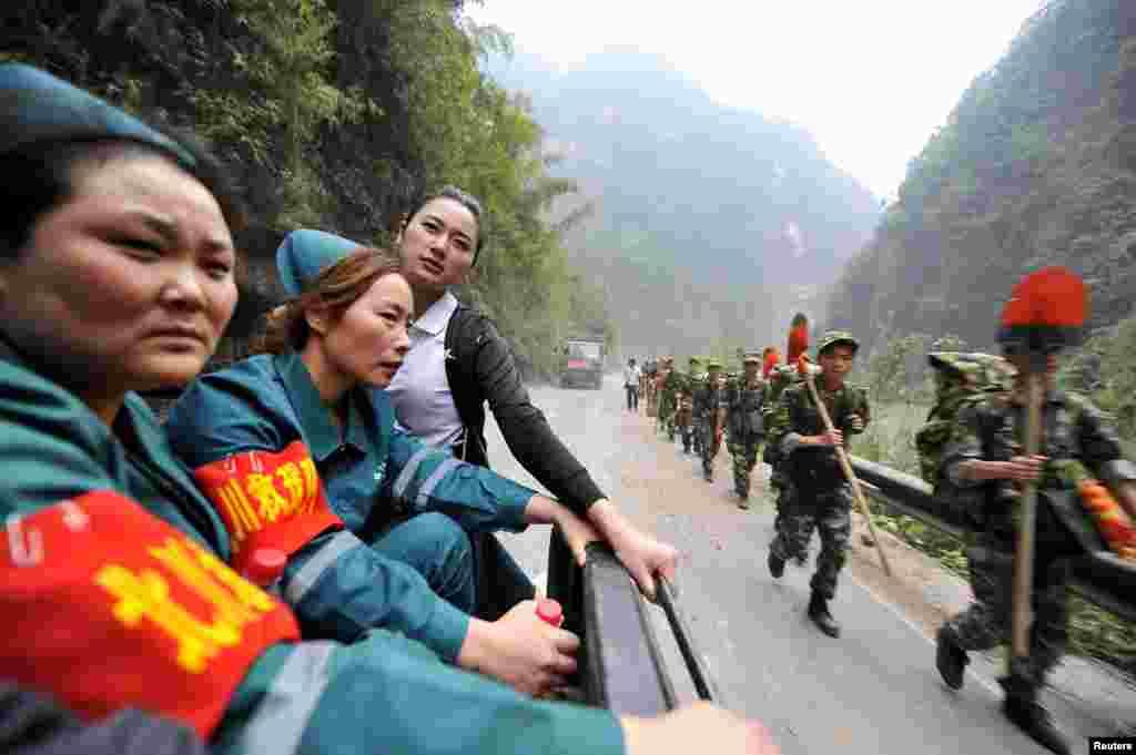 چین میں آنے والے شدید زلزلے کے بعد امدادی کارروائیوں جاری