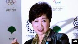 ຜູ້ປົກຄອງ ນະຄອນ ໂຕກຽວ ທ່ານນາງ Yuriko Koike ກ່າວໃນລະຫວ່າງ ກອງປະຊຸມຖະແຫລງຂ່າວ ຢູ່ທີ່ສຳນັກງານ ລັດຖະບານ ນະຄອນຫຼວງໂຕກຽວ, ວັນທີ 25 ກັນຍາ 2017.