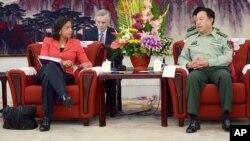 Jenderal Fan Changlong (kiri), wakil ketua Komisi Militer China, saat bertemu penasihat keamanan nasional AS Susan Rice di Beijing (9/9).