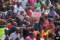 Kabe bebanengi abantu ababone kugcotshwa uMnu. Emmerson Mnangagwa eNational Sports Stadium ngoLwesihlanu.