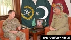 ឧត្តមសេនីយ៍ Austin Scott Miller និងឧត្តមសេនីយ៍សហរដ្ឋអាមេរិកនិងកងកម្លាំង NATO ក្នុងប្រទេសអាហ្វហ្គានីស្ថានជួបជាមួយមេបញ្ជាការទ័ពប៉ាគីស្ថាន Qamar Javed Bajwa ក្នុងទីក្រុង Rawalpindi កាលពីថ្ងៃទី២៧ ខែធ្នូ ឆ្នាំ២០១៨។