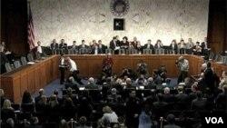 Para diplomat negara-negara anggota Dewan Keamanan PBB membahas rancangan resolusi soal Suriah (2/2).