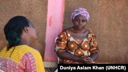 በዩጋንዳ ካምፓላ ውስጥ በስደተኝነት የሚገኙና ኮቪድ ተፅኖ ያሳደረባቸው ሁለት እናቶች| © UNHCR/Duniya Aslam Khan|