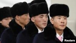 Şimali Koreya idmançıları Cənubi Koreyada Olimpiya şəhərciyinə gəlir