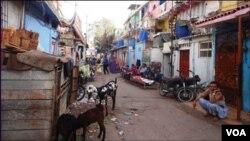کراچی میں تین مذاہب کی اس بستی میں ہندو سکھ اور عیسائی رہائش پذیر ہیں