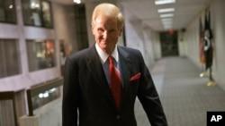 12일 빌 넬슨 플로리다주 상원의원이 이란 내 미국인 실종 사건과 관련하여 기자단의 질문에 답하고 있다.