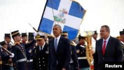 Le président Barack Obama est avec le ministre de la défense Panos Kammenos à Athènes, Grèce, le 15 novembre 2016.