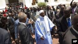 L'ancien président Abdoulaye Wade, au centre droit, à Dakar, Sénégal, le 2 avril 2012.