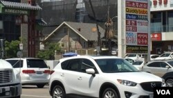 Korean businesses of all types can be found in Koreatown, just west of downtown Los Angeles. (E. Lee/VOA)