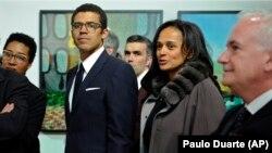Sindika Dokolo (esq) e Isabel dos Santos (dir) no Porto, Portugal, 5 de março de 2015