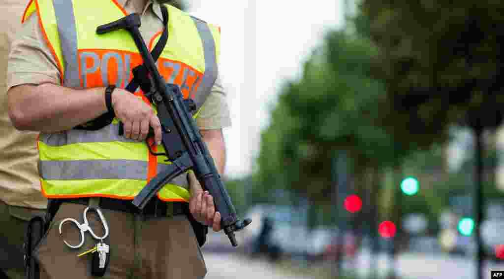 میونخ پولیس کے سربراہ ہربرٹس آندرے کے مطابق اٹھارہ سالہ مشتبہ حملہ آور ایرانی نژاد جرمن شہری تھا۔