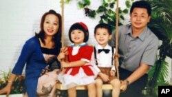 康文杰夫妇重视儿女在大陆接受教育