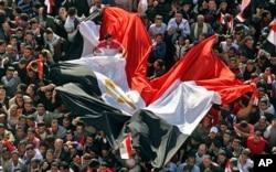 数万埃及人聚集在开罗解放广场纪念穆巴拉克下台一周
