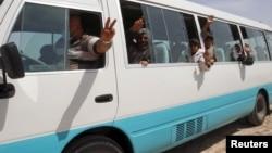 2015年4月8日被释的伊拉克雅兹迪人乘坐的车辆在基尔库克