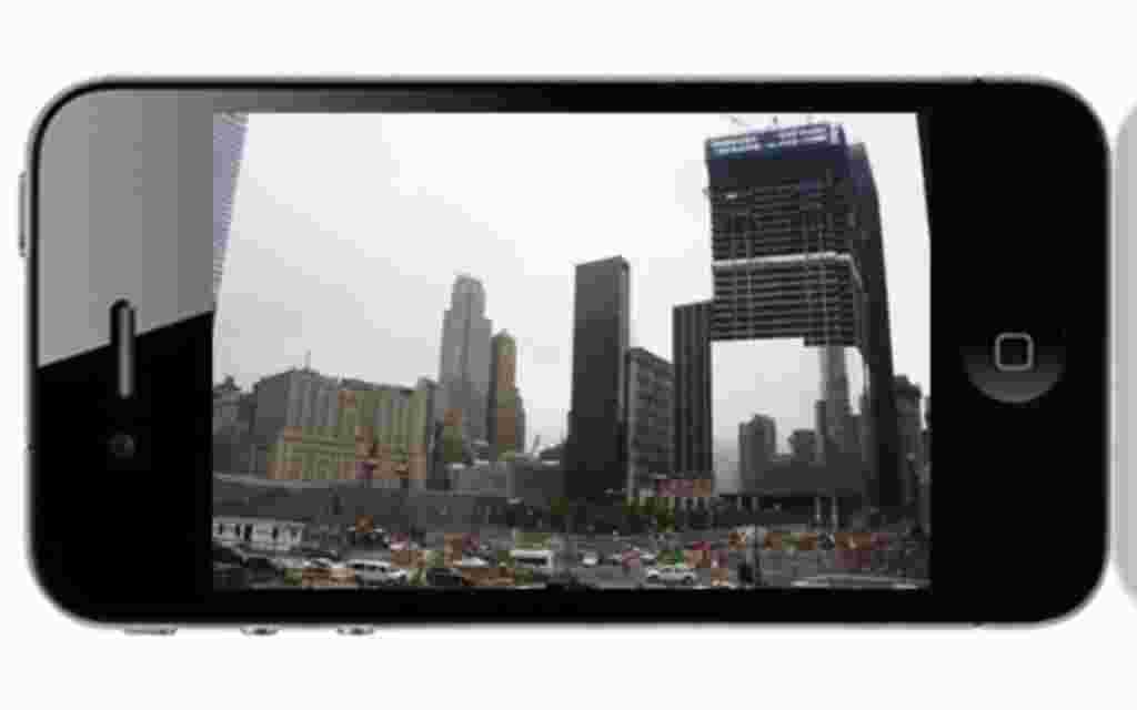 Imagen de la zona cero tomada desde la pasarela situada frente al conjunto de edificios en memoria de las dos torres gemelas caídas el 11-S. (07.09.2011)