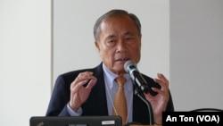 Ông Hoàng Đức Nhã, cựu Tổng trưởng Dân vận và Chiêu hồi VNCH tại hội thảo ở trường Đại học Oregon 14-15/10/2019