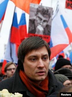 "FILE - Dmitry Gudkov, a member of the Russian parliament, attends a march in Moscow to commemorate the death of Kremlin critic Boris Nemtsov, March 1, 2015. Gudkov says exposure of Russian elites' finances had elicited ""panic in the Kremlin."""