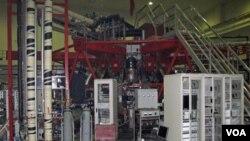 Laboratorium Insitut Fisika di Chengdu, provinsi Sichuan sedang menguji reaktor neutron cepat eksperimental (21/7).