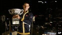 Petenis Serbia Novak Djokovic berusaha mempertahankan gelar tahun lalu sekaligus menjuarai Australi Terbuka untuk ke-5 kalinya (foto: dok).