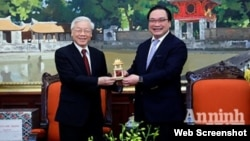 Tổng Bí thư Nguyễn Phú Trọng và Bí thư Thành ủy Hà Nội Hoàng Trung Hải cách đây nhiều năm. Ảnh: Báo An ninh Thủ đô