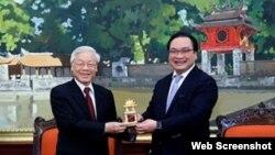 Tổng Bí thư Nguyễn Phú Trọng và Bí thư Thành ủy Hà Nội Hoàng Trung Hải. Ảnh: Báo An ninh Thủ đô
